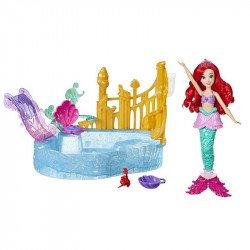 DISNEY GIRLS E5575 Disney Princesa Ariel Muñeca Escenario en el Agua  Juguete Hasbro